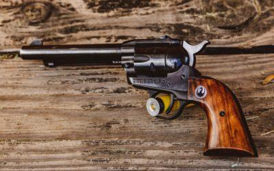 Assurdità della giustizia: bimbo di nove anni sotto accusa per pistola giocattolo